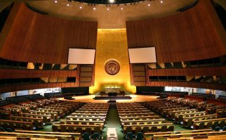 1280px-UN_General_Assembly_hall-1024x635.jpg