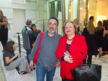 ο Βαγγέλης Γονατάς από το σύλλογο Jose Marti με τη πρέσβεια Zelmys María Domínguez Cortina©Μkampouraki