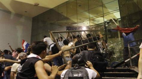 protestas_frente_al_edificio_del_congreso_-_efe
