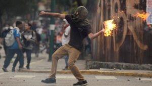 venezuela_molotov.jpg_1718483346-300x170