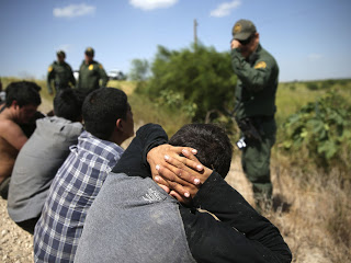 Emigrantes-mexicanos-detenidos-frontera-Texas_73752671_87355_1706x1280